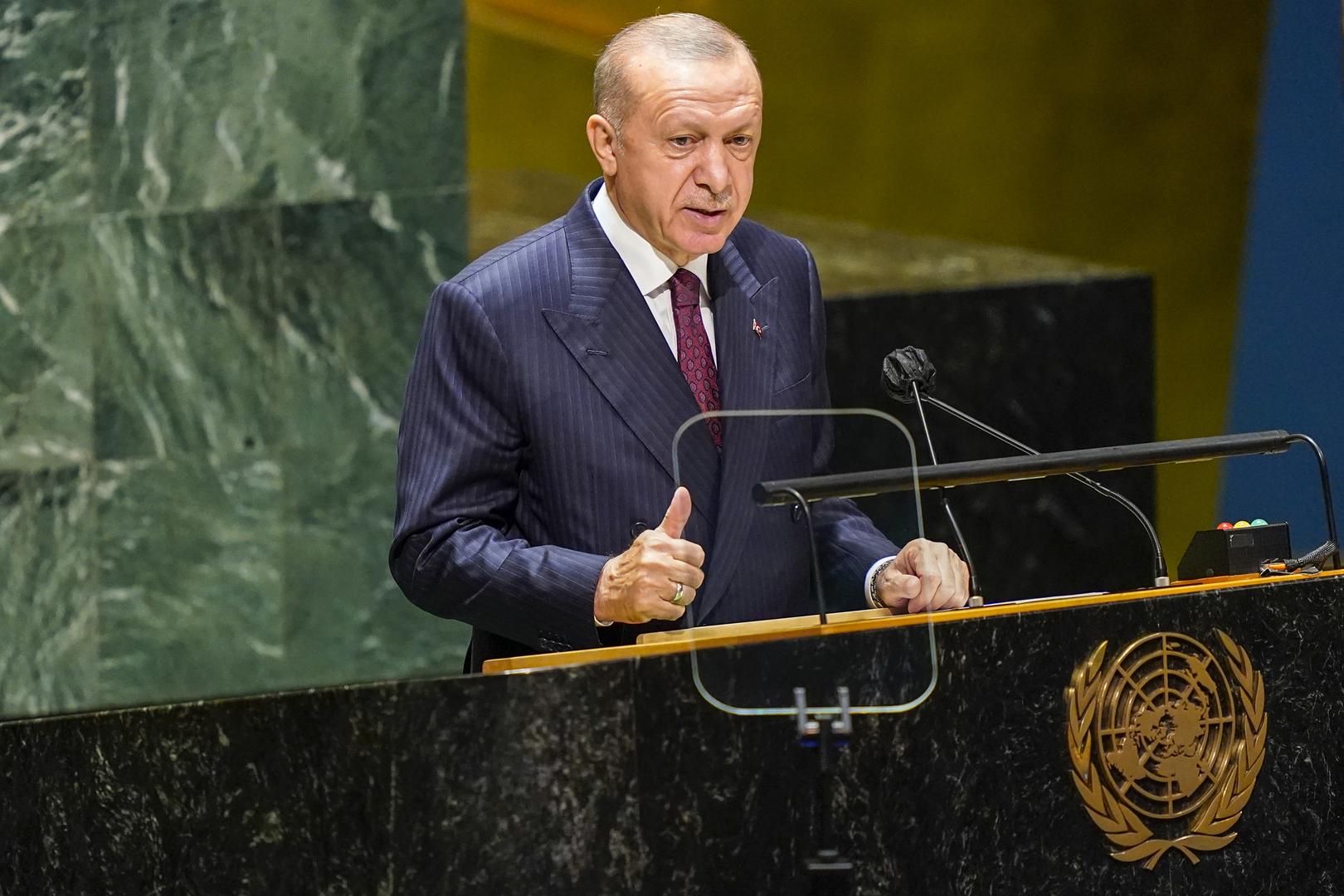 أردوغان يتهم واشنطن بالفشل في مساعدة اللاجئين الافغان