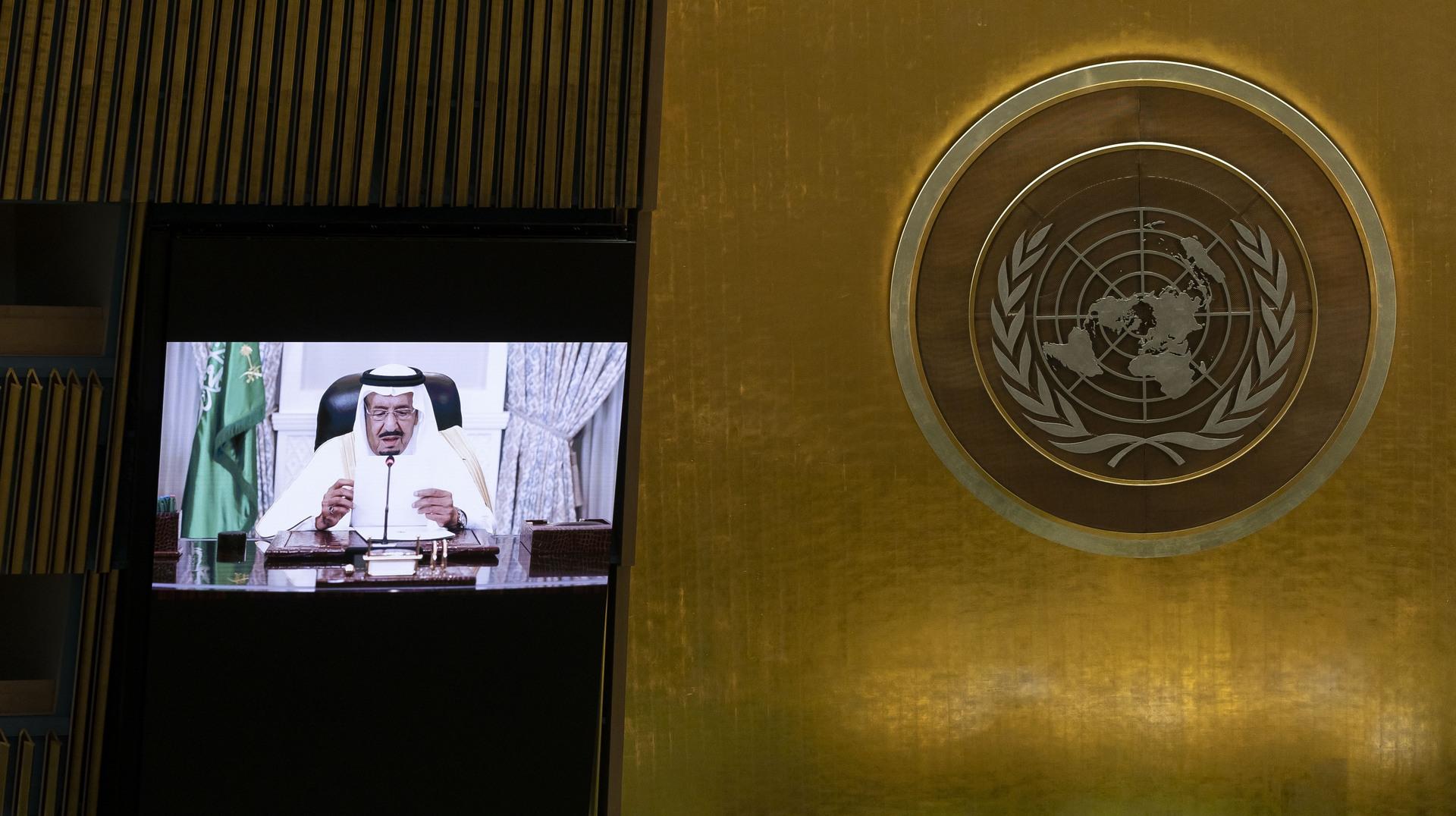 العاهل السعودي، الملك سلمان بن عبد العزيز آل سعود، يلقي خطابا عبر الفيديو خلال جلسة المناقشات السياسية العامة للدورة الـ76 للجمعية العامة للأمم المتحدة.