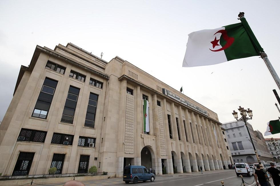 البرلمان الجزائري يمنح الثقة للحكومة الجديدة