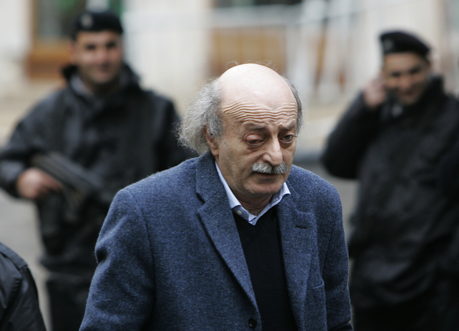 صحيفة الأخبار: وليد جنبلاط تدخل للإفراج عن موقوف سوري على صلة بعميل إسرائيلي