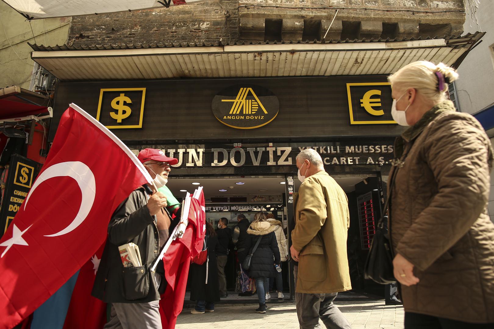 الليرة التركية تهوي إلى أدنى مستوى في التاريخ