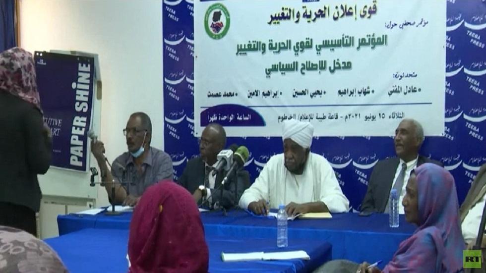 قوى سودانية تتهم البرهان بتهديد الديمقراطية
