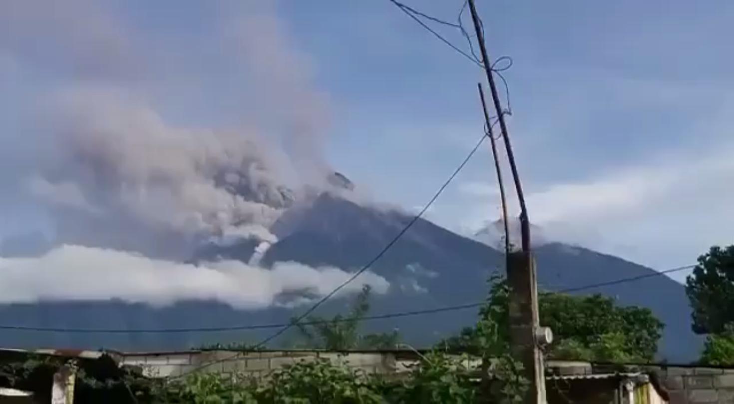 ثوران قوي لبركان فويغو غرب غواتيمالا