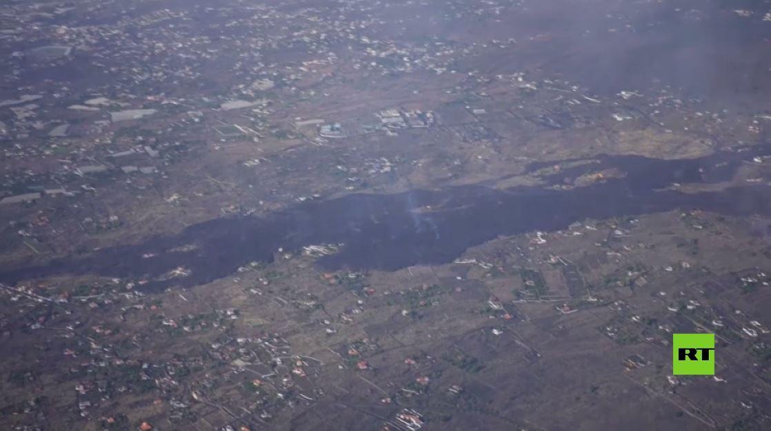 تصوير جوي جديد يظهر تقدم بقعة حمم بركانية في جزيرة لا بالما بعد ثوران البركان