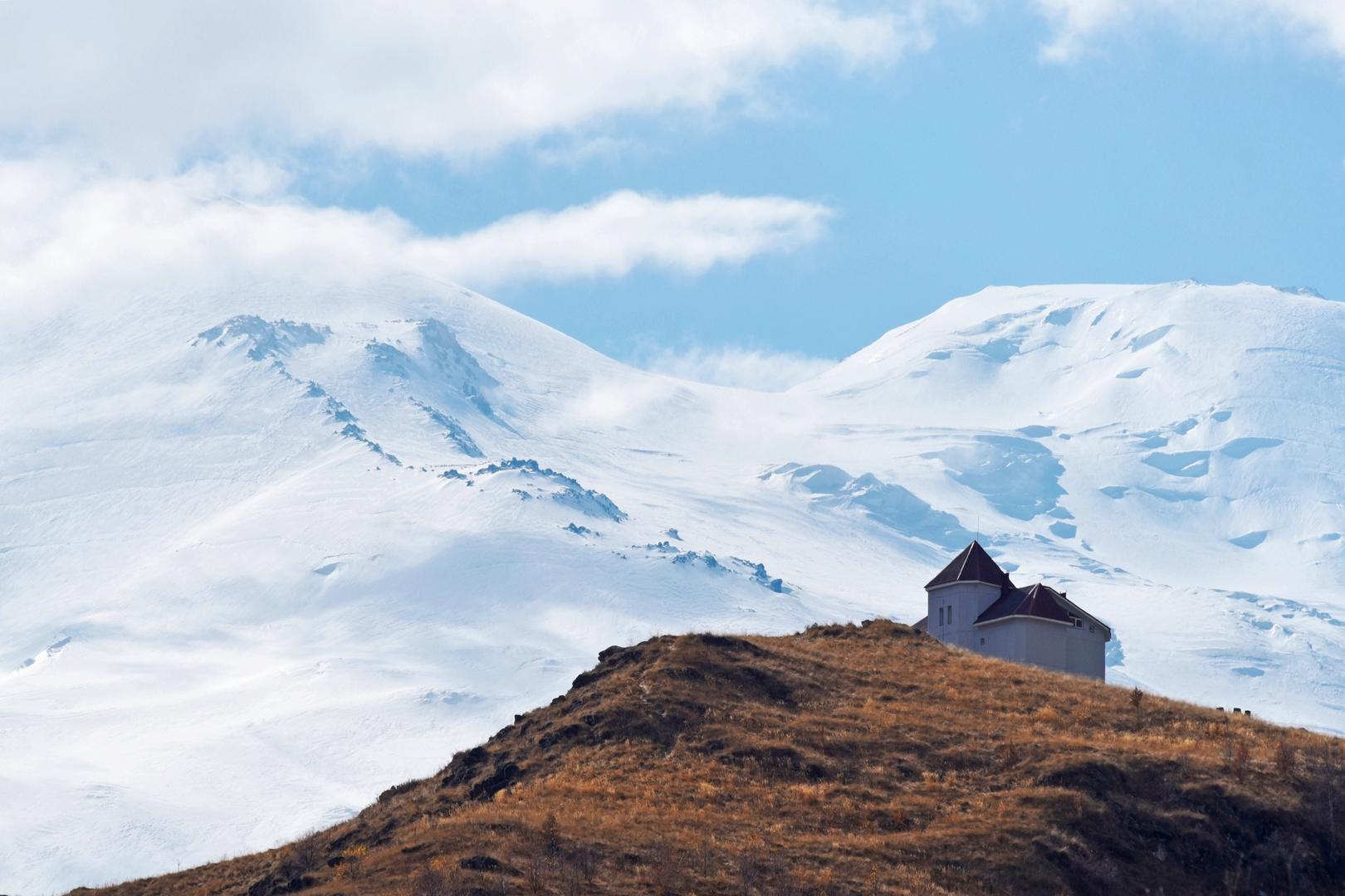 جبل ألبروس (صورة من الأرشيف)