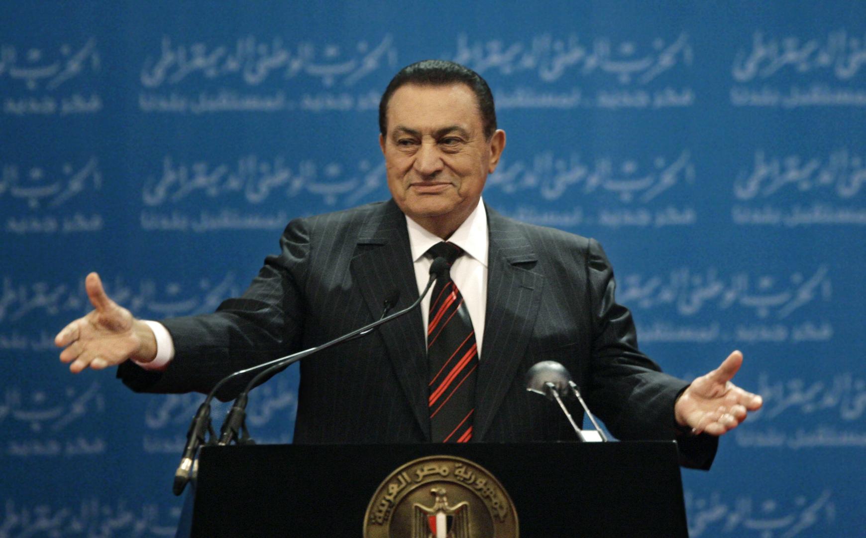 مسؤول مصري سابق يكشف تفاصيل إذاعة بيان تنحي مبارك من