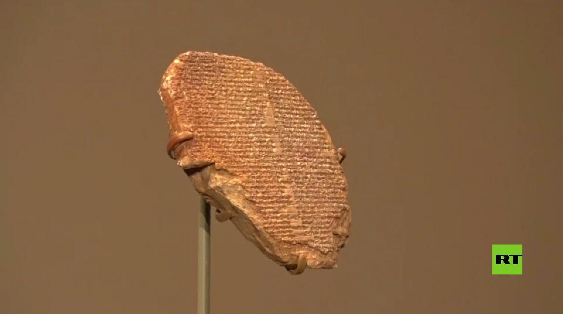 بالفيديو.. عودة 17000 قطعة أثرية إلى العراق بينها لوح ملحمة جلجامش