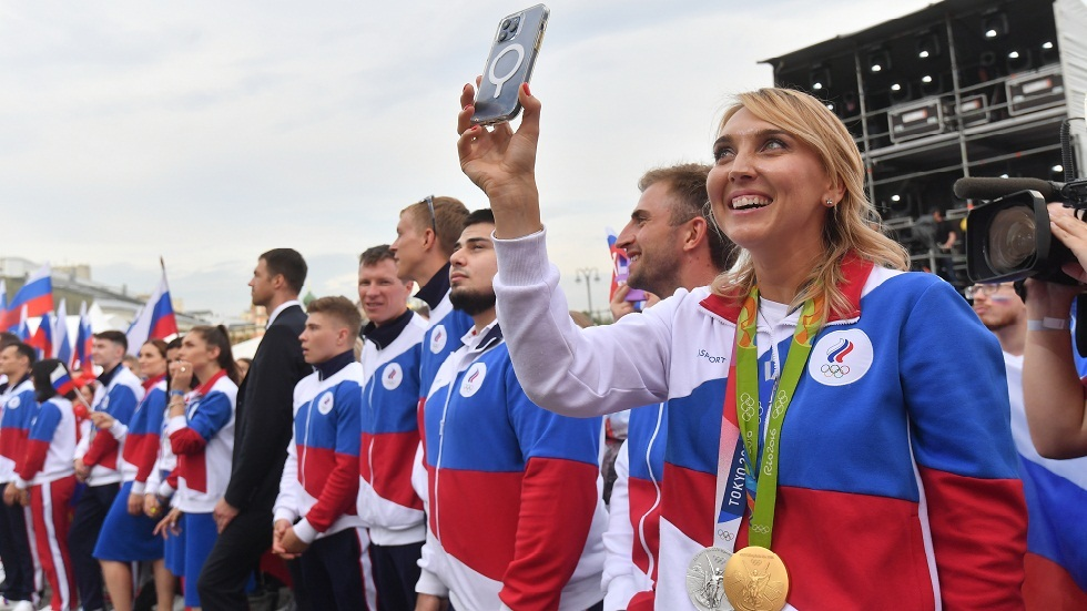 Thieves return two Olympic medals to Russian tennis star Vesnina with letter of apology and candy box