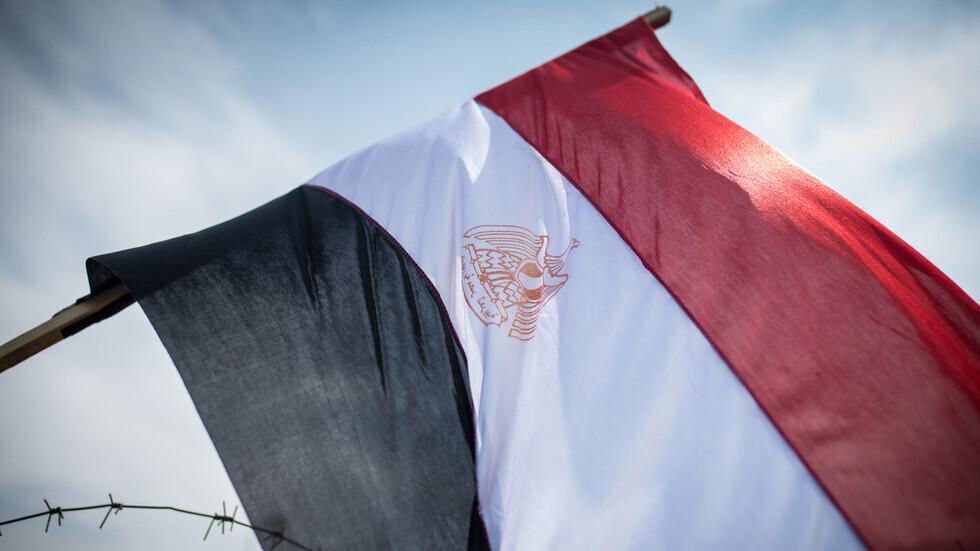 شاب مصري يستغيث بالسيسي بسبب معاناته من مرض نادر