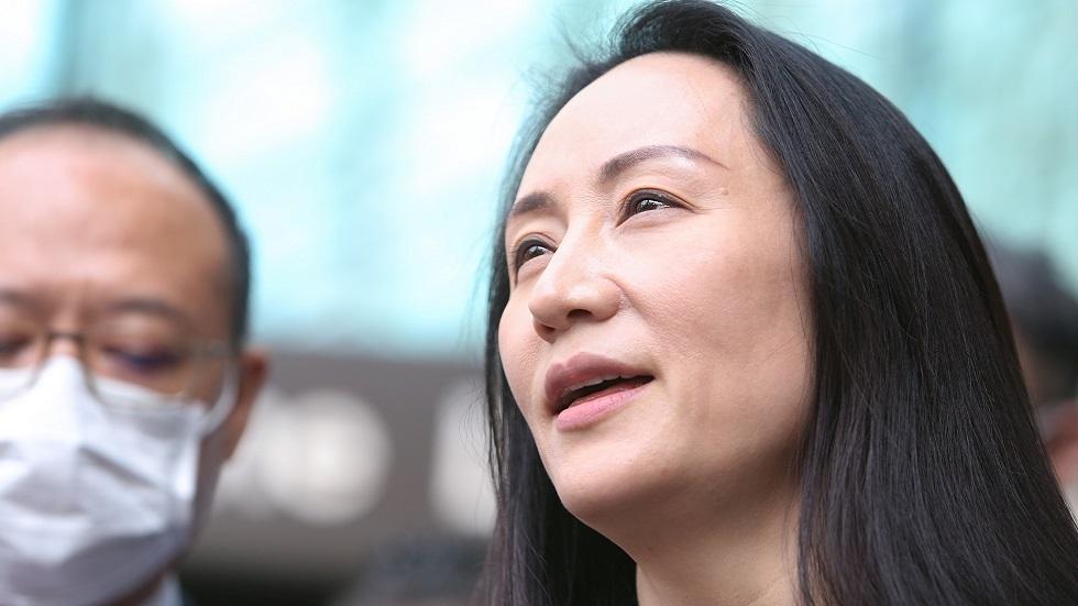 """المديرة المالية لشركة """"هواوي"""" منغ وان تشو تتحدث مع الصحفيين بعد الإفراج عنها في كندا"""