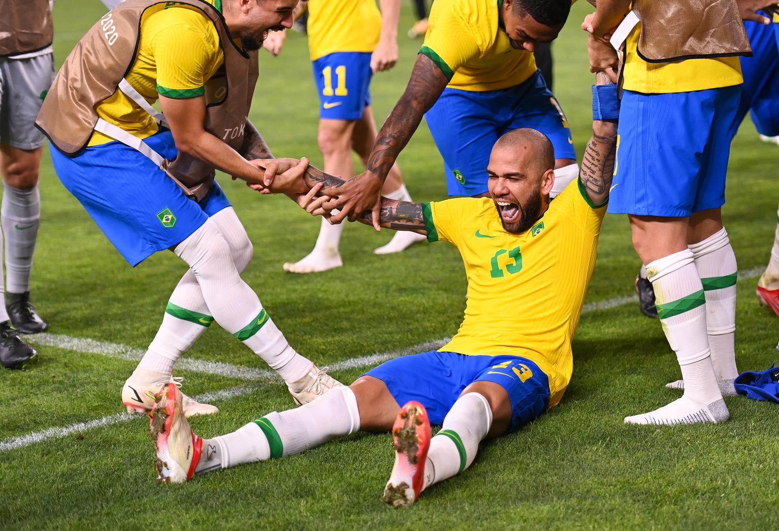 اللاعب الأكثر تتويجا بالألقاب في تاريخ كرة القدم يحسم قراره لعام 2021