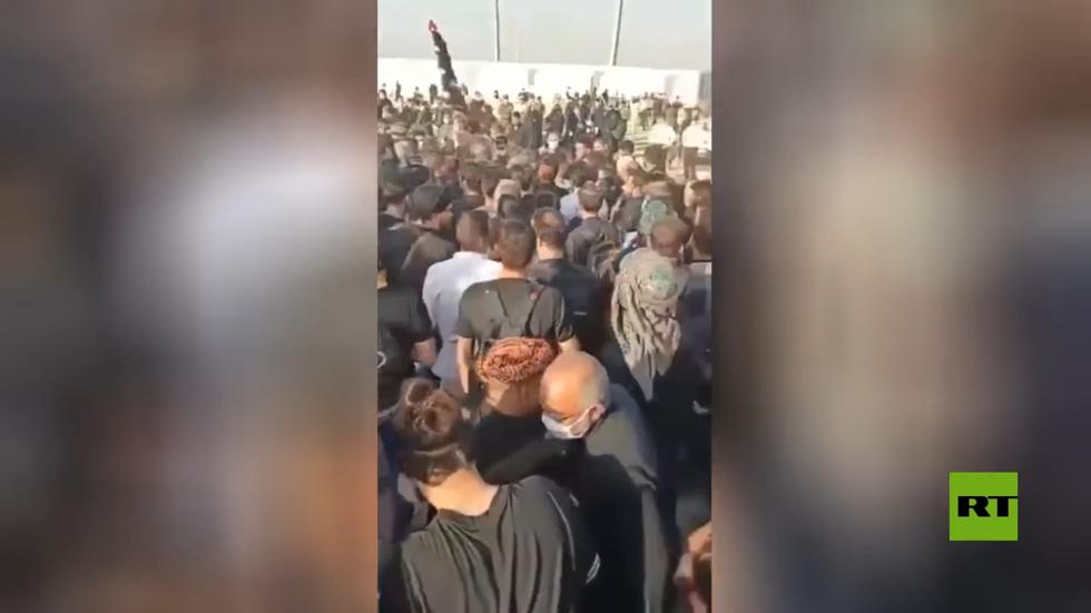 آلاف الإيرانيين يبحثون عن طرق لدخول