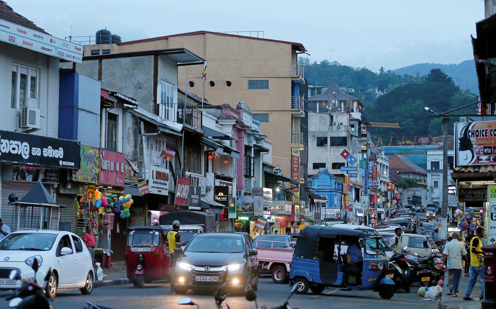سريلانكا تسعى للحصول على نفط بسعر رخيص من الإمارات