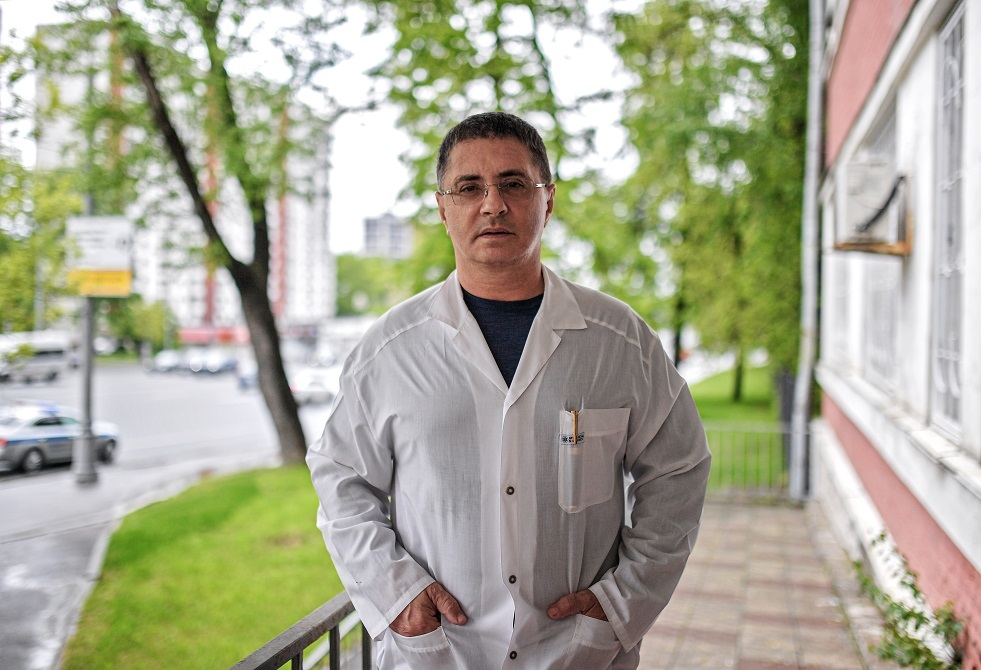 طبيب يتحدث عن زمر الدم والميزات الجينية للأشخاص الأكثر والأقل عرضة لفيروس كورونا