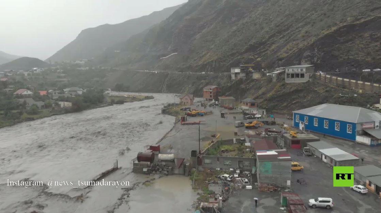 بالفيديو.. أمطار غزيرة تدمر طرقا في جمهورية داغستان الروسية