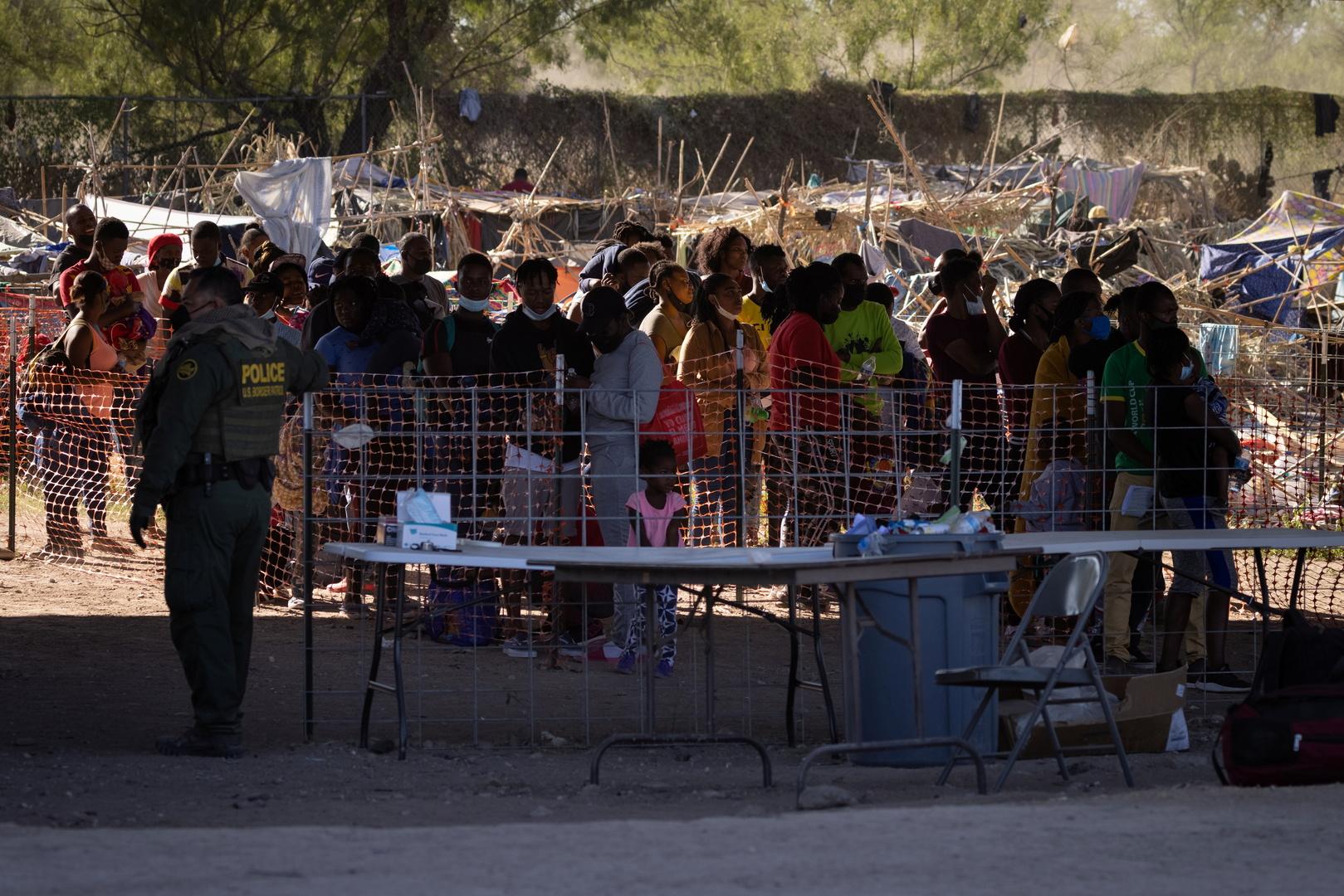 جميع المهاجرين الهايتيين يغادرون الحدود المكسيكية الأمريكية