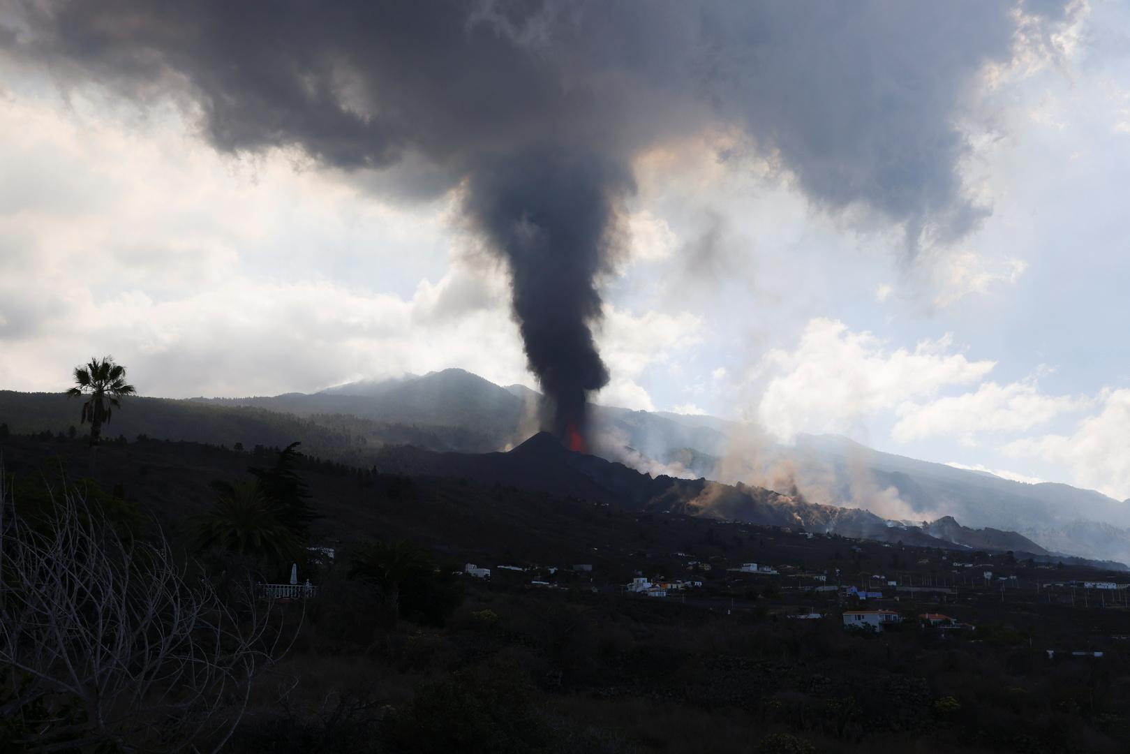 ثوران البركان في جزيرة لا بالما الإسبانية
