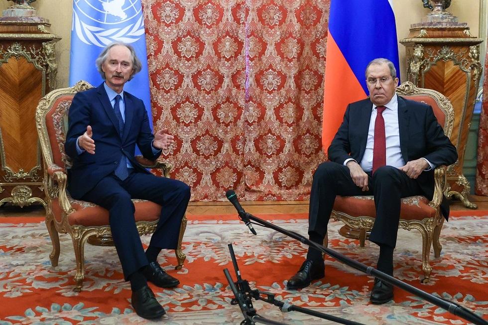 وزير الخارجية الروسي سيرغي لافروف والمبعوث الأممي الخاص إلى سوريا غير بيدرسن