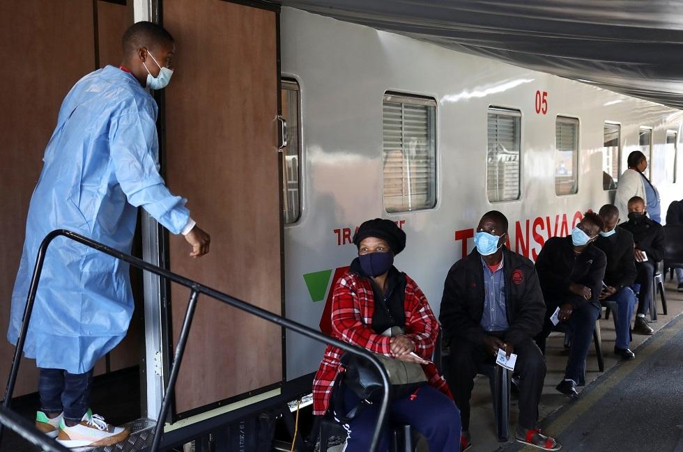 بالفيديو.. جنوب إفريقيا تسيّر قطارا مستشفى لتطعيم السكان ضد كورونا