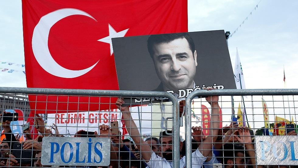 تركيا.. زعيم كردي مسجون يصدر رواية جديدة من خلف القضبان
