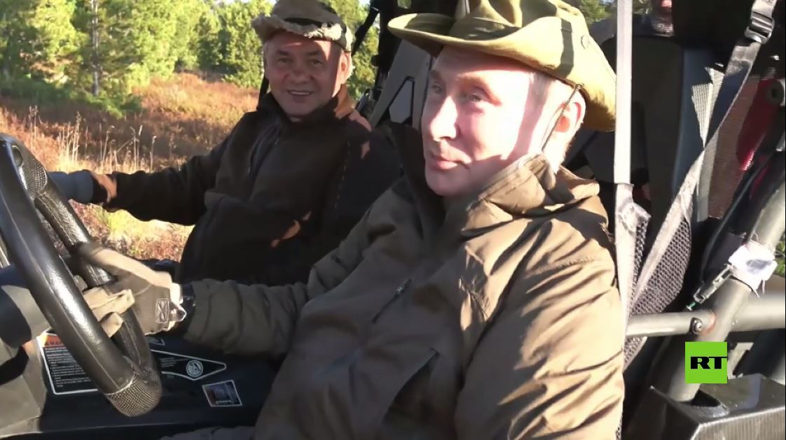 قطيع من الوعول كاد يصطدم بسيارة بوتين في سيبيريا
