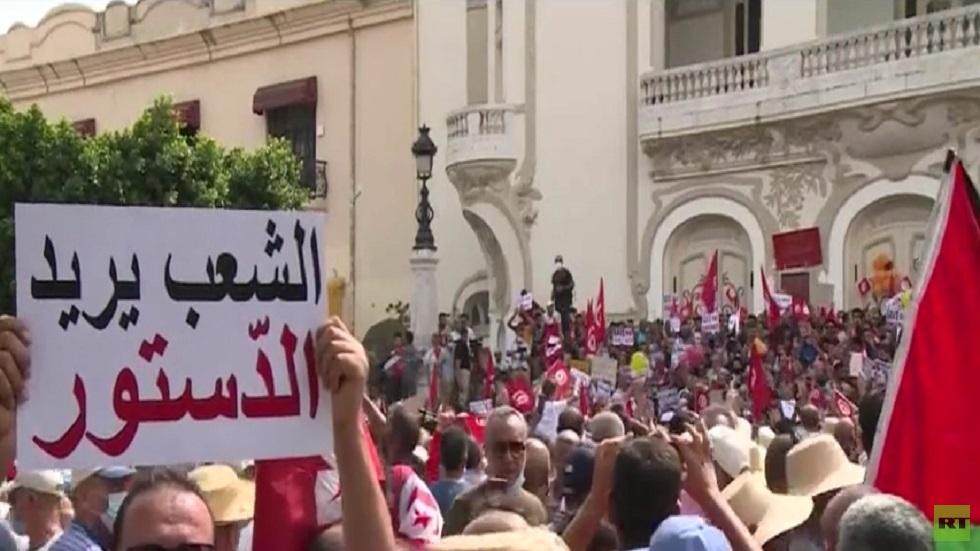 تظاهرات مناوئة وأخرى مؤيدة لقرارات سعيد