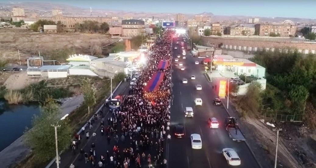 أرمينيا.. مسيرة في يريفان إحياء لذكرى ضحايا حرب قره باغ (فيديو)