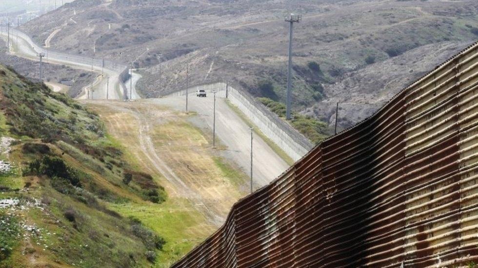 إدارة بايدن لن تبني جدارا على الحدود