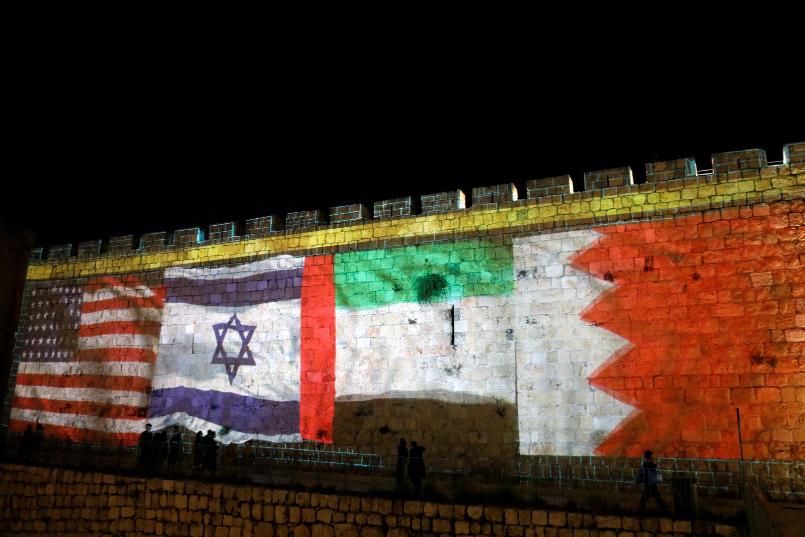أعلام البحرين والإمارات وإسرائيل والولايات المتحدة