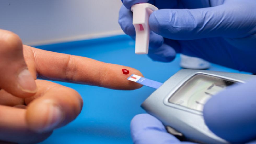 جهاز قياس السكر في قطرة دم