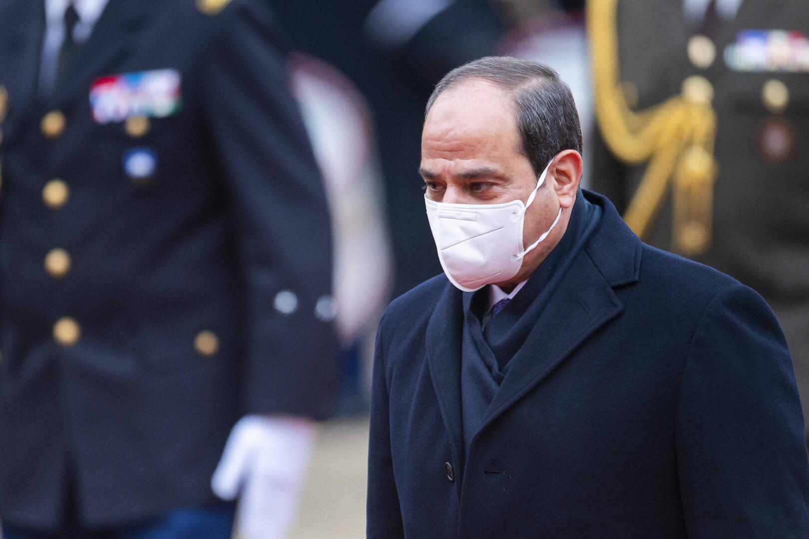 السيسي يعاتب وزير الري على الهواء