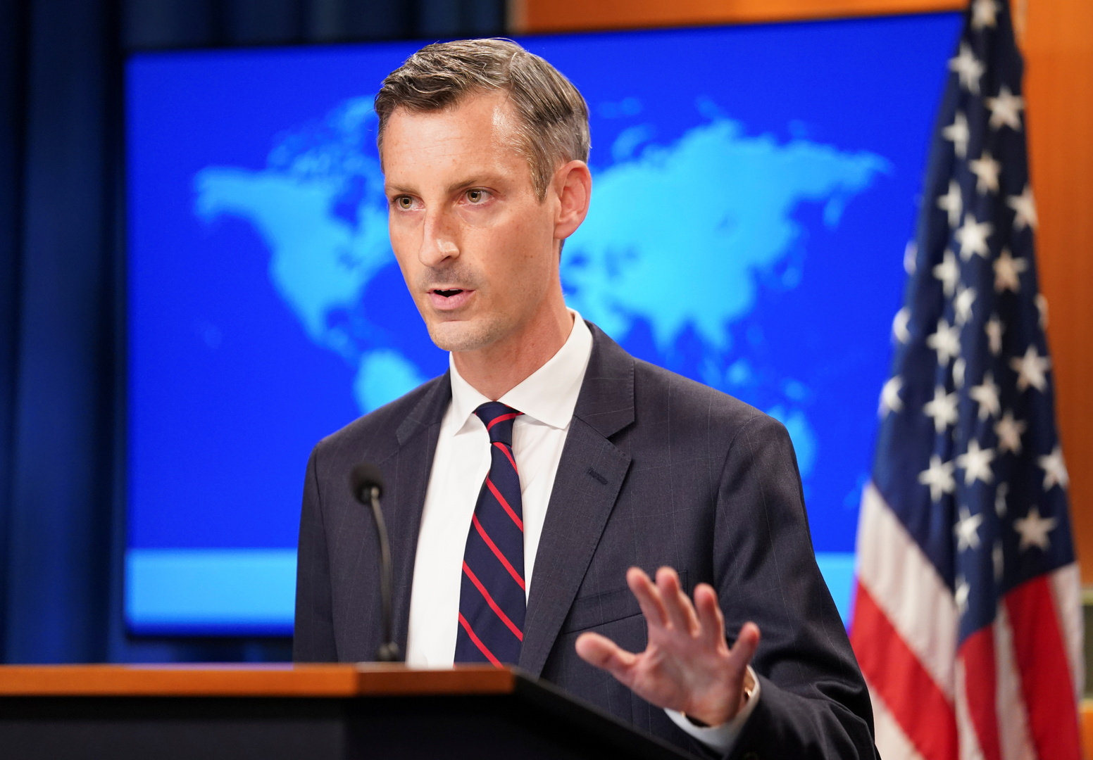 إصابة متحدث الخارجية الأمريكية بكورونا ونجاة الوزير بلينكن