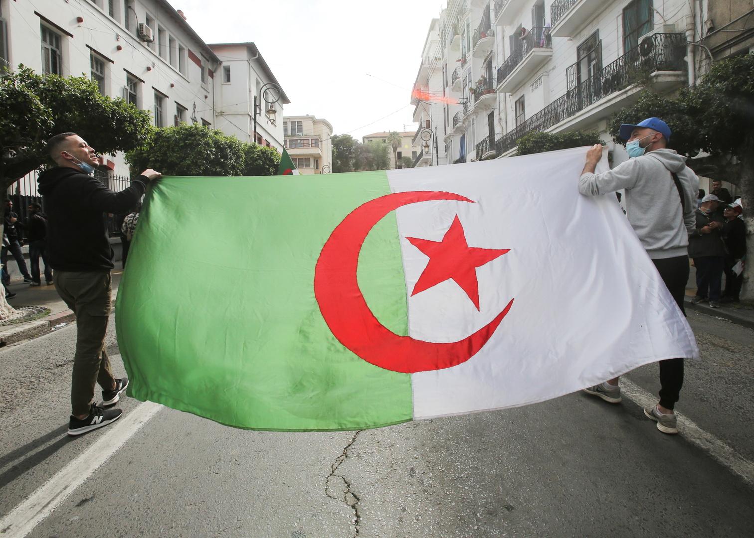 هسبريس: الجزائر تفتح الحدود البرية مع المغرب