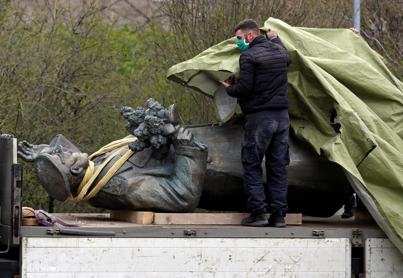 تمثال المارشال السوفيتي إيفان كونيف، براغ، 3 أبريل 2020