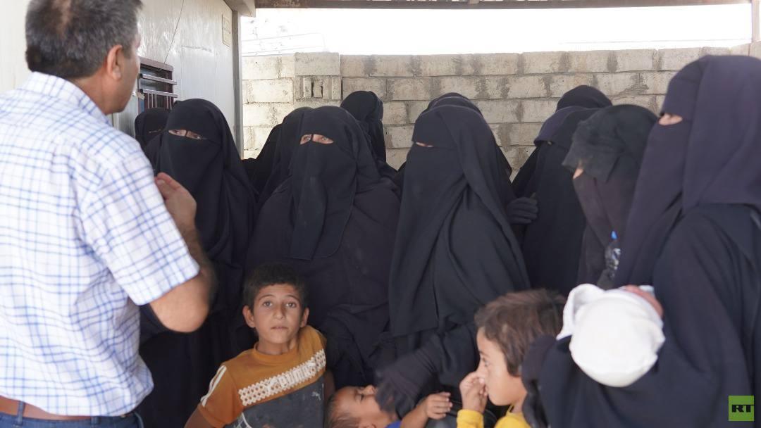 عائلات عراقية تغادر مخيم الهول شمال سوريا إلى العراق (صور)