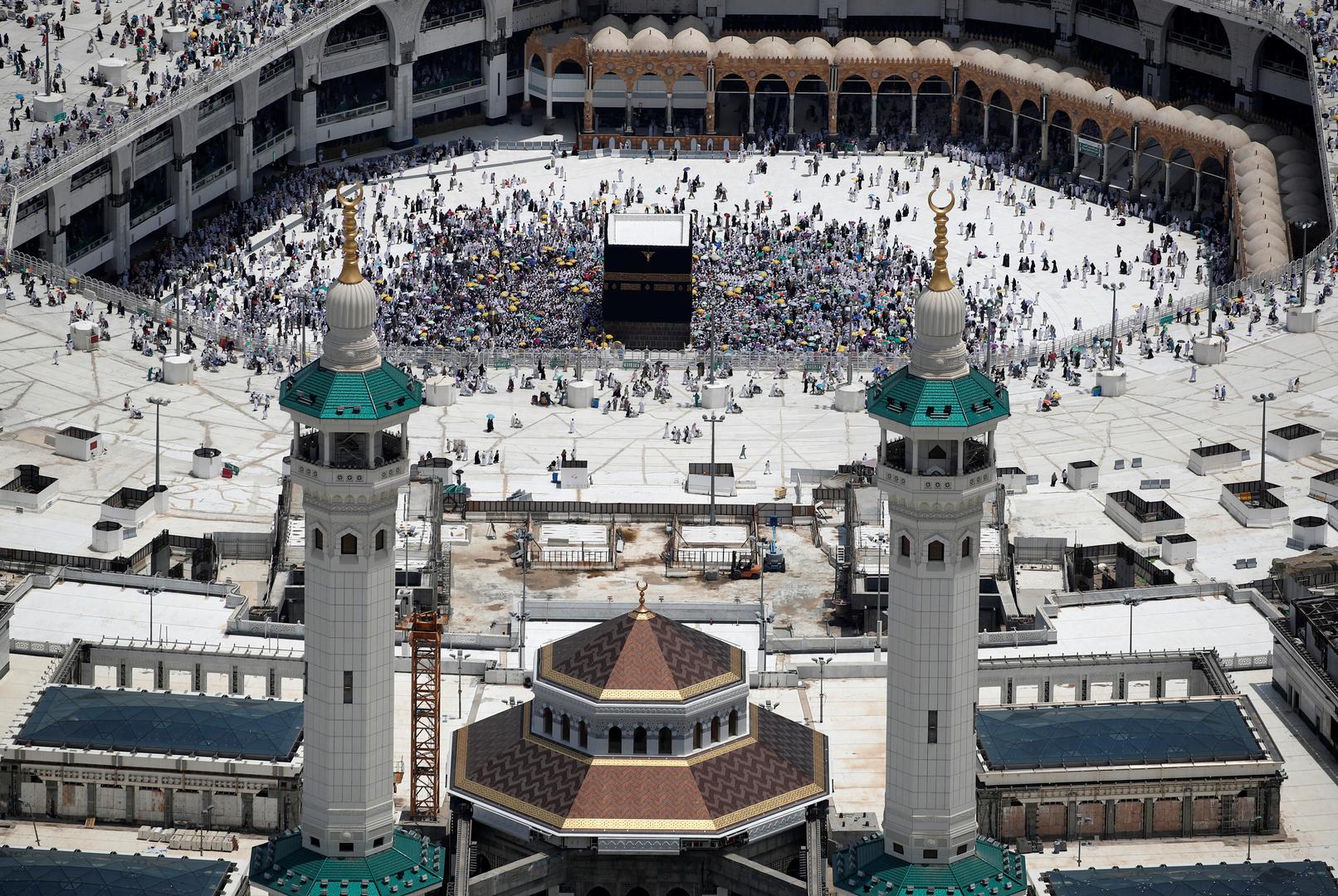 السعودية.. وزارة الحج والعمرة تسمح لفئة عمرية جديدة بأداء العمرة وبشرط