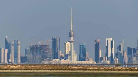 الكويت تخطط لتخفيض رواتب موظفين في جهاز حكومي إلى النصف