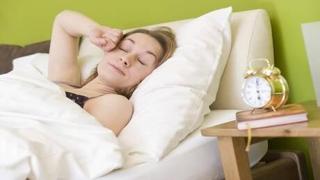 أطباء: صعوبة الاستيقاظ في الصباح علامة لمرض قاتل