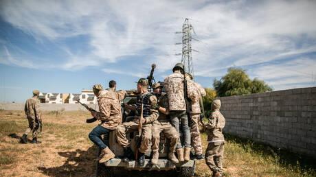 """""""تاس"""" عن مصدر في قوات حفتر: تركيا تسحب مسلحين سوريين من قاعدة في غرب ليبيا باتفاق مع مصر"""