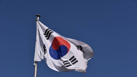وزير كوري جنوبي  يتعهد بدعم المساعدات الإنسانية لكوريا الشمالية