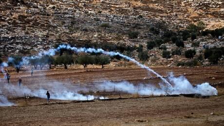 إصابة عشرات الفلسطينيين في مواجهات مع الجيش الإسرائيلي بالضفة الغربية