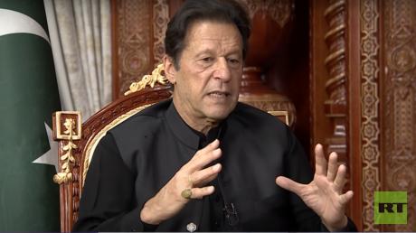 """عمران خان لـRT: أتوقع تغير """"طالبان"""" وتفاهم السعودية وإيران يصب في مصلحتنا"""