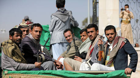 ما حقيقة صورة الأسرى الحوثيين بيد الحكومة اليمنية؟
