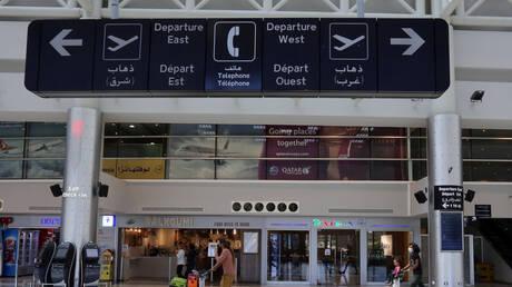 وصول لبنانيين مفرج عنهما من أصل 9 موقوفين في الإمارات إلى مطار بيروت (صور + فيديو)