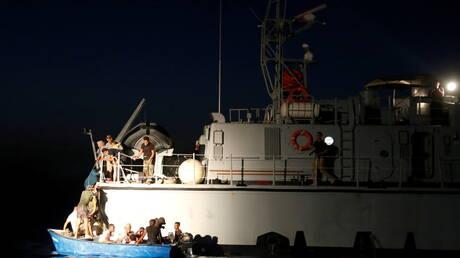 ليبيا.. ضبط مهاجرين أتراك وإيرانيين قبالة سواحل بنغازي