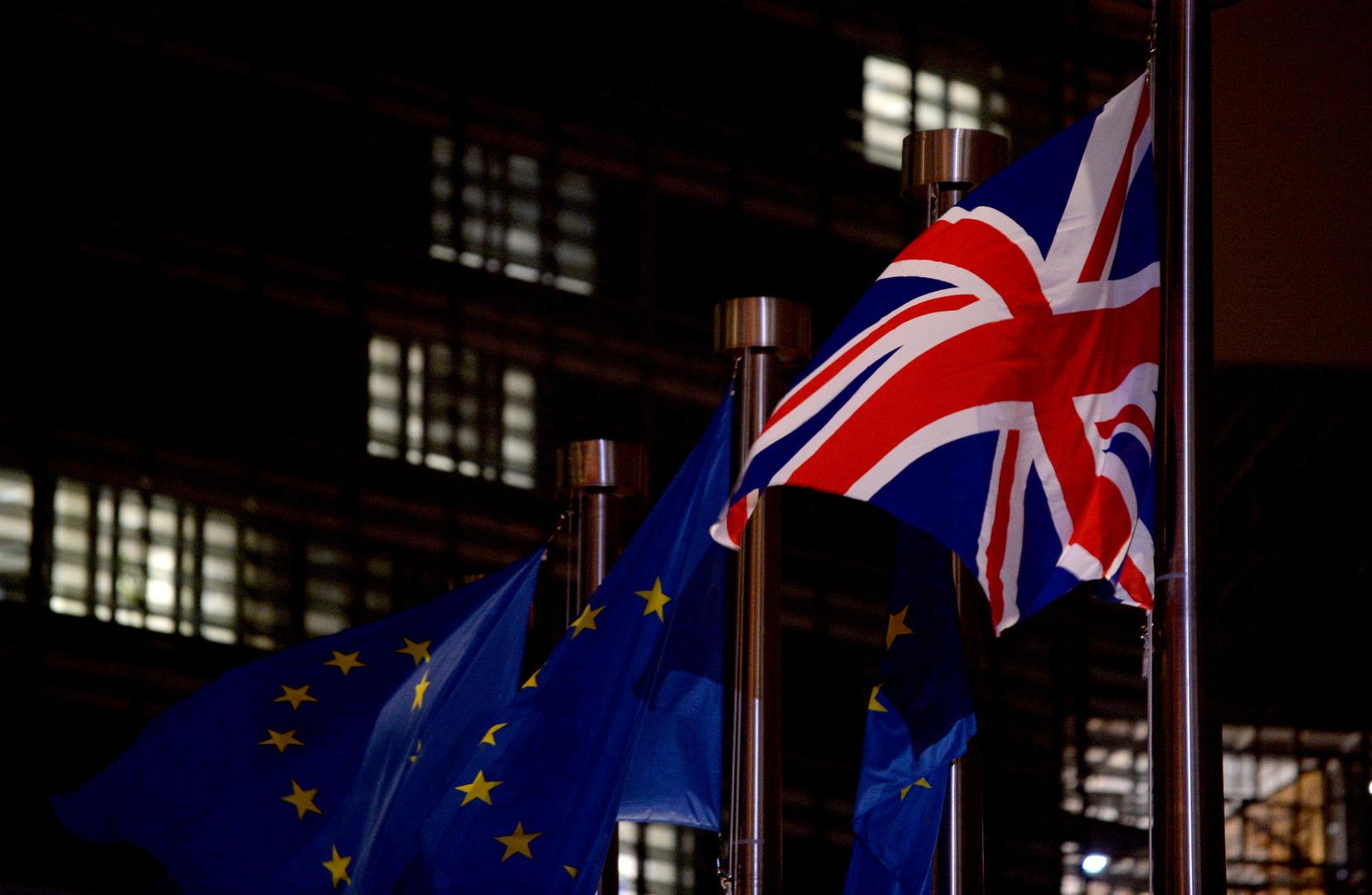 قرار منع الأوروبيين من دخول بريطانيا ببطاقات الهوية يدخل حيز التنفيذ
