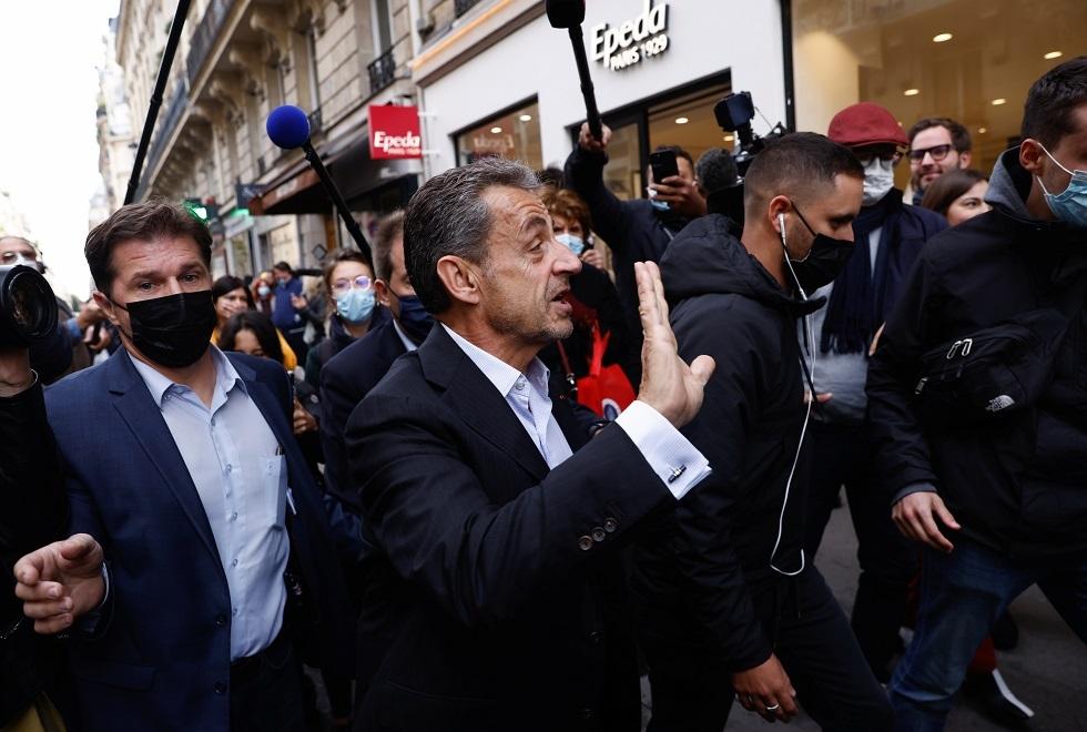ساركوزي في أول ظهور له بعد صدور الحكم بسجنه (صور)