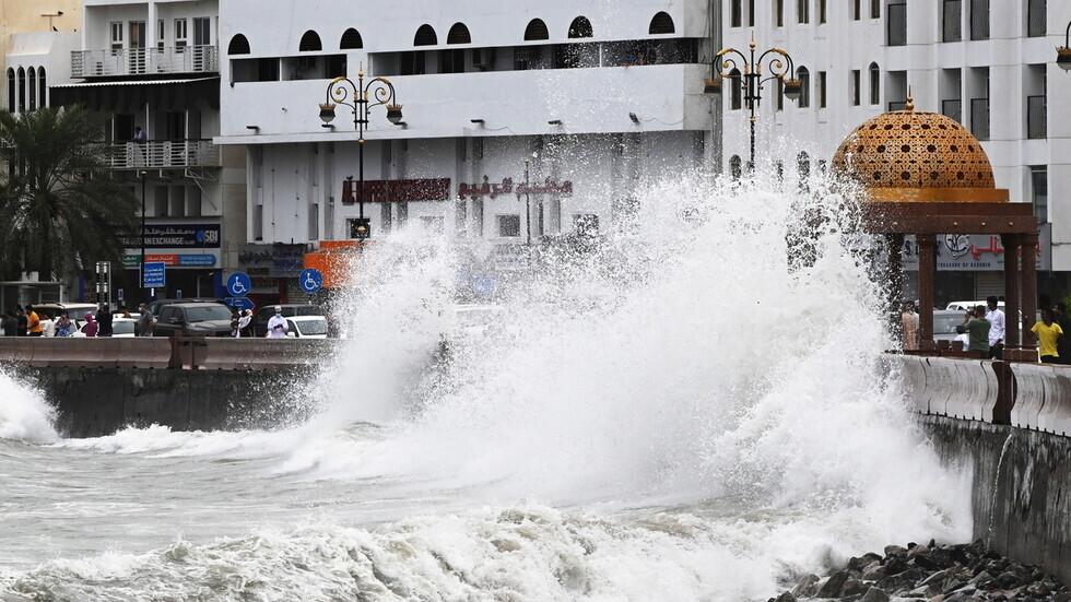 أمير قطر يهاتف سلطان عمان للوقوف على تداعيات الإعصار