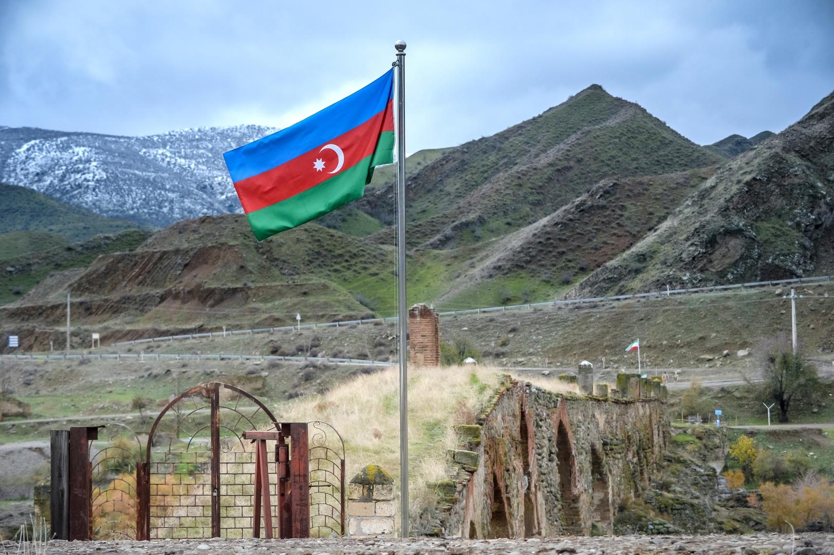 أذربيجان تغلق مكتب ممثلية المرشد الايراني في باكو والمسجد التابع له