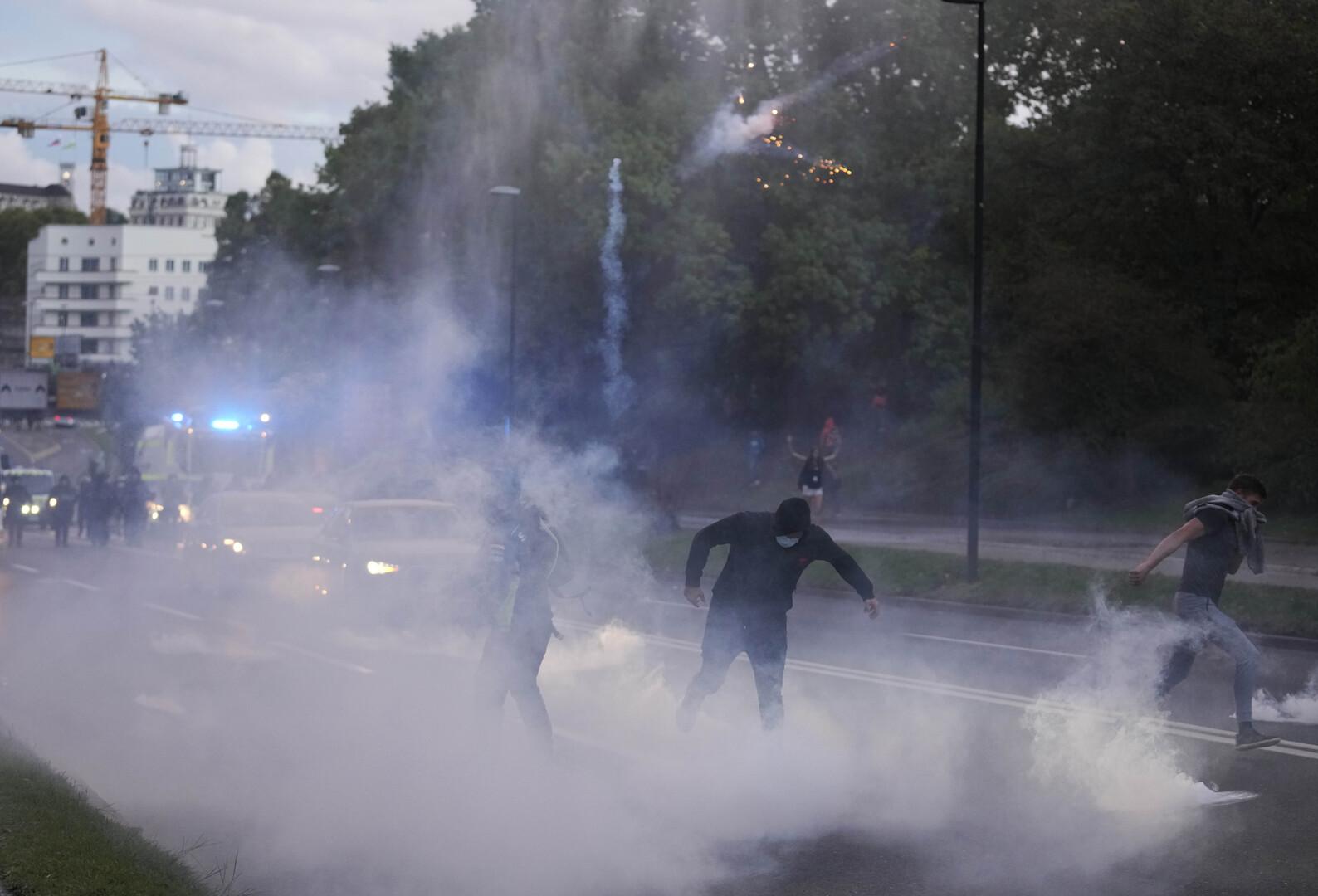شرطة سلوفينيا تشتبك مع محتجين قبل قمة أوروبية مقررة غدا